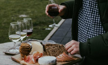 Why Is Wine Considered The Best Serving Drink For Parties?