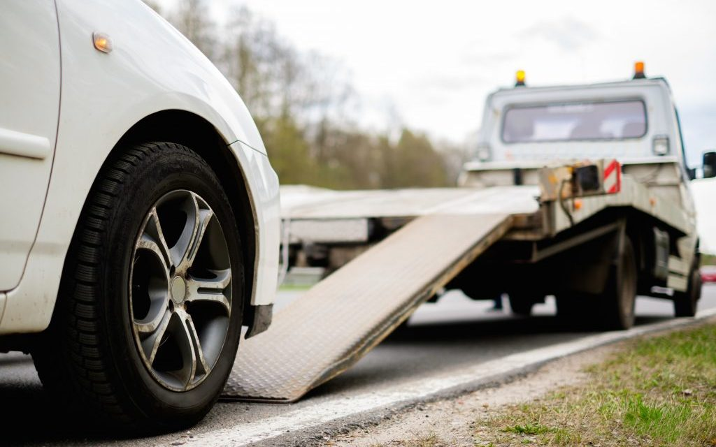 What Are The Tow Truck Safety Equipment Mandatory For Towing Service?